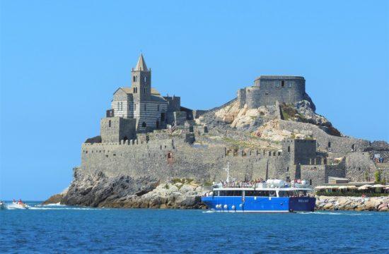 gita-in-barca-da-viareggio-portovenere-monterosso/
